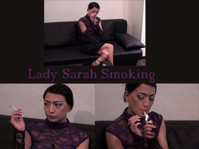 46602 - Lady Sarah smokes!
