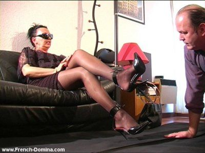 784 - Miss Eva and her servant