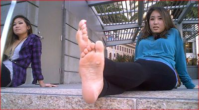 31477 - INNOCENT GIRL...EXTREMELY STINKY FEET!!!