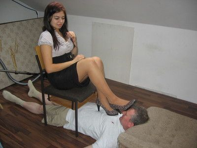 35581 - Livesession with a footslave part 2