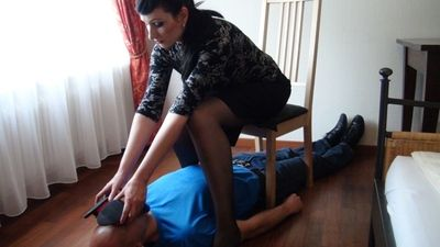 37037 - lady sandra foot and nylon slave
